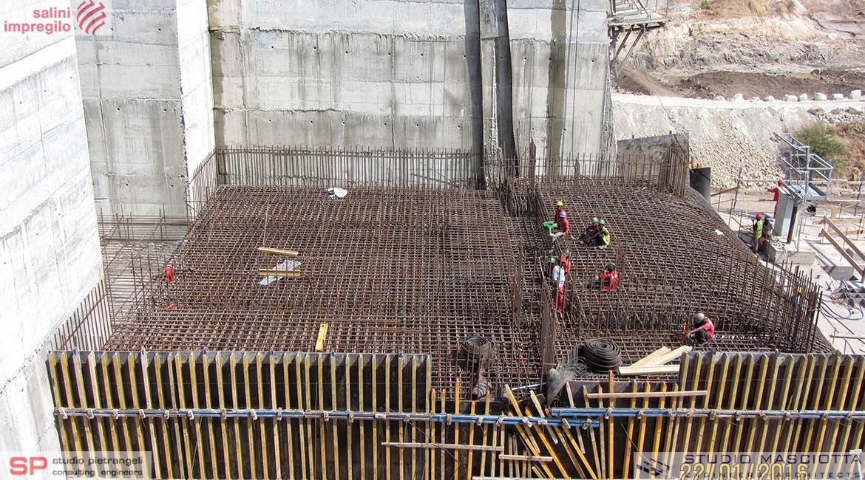 Scarichi di fondo della diga di GERDP