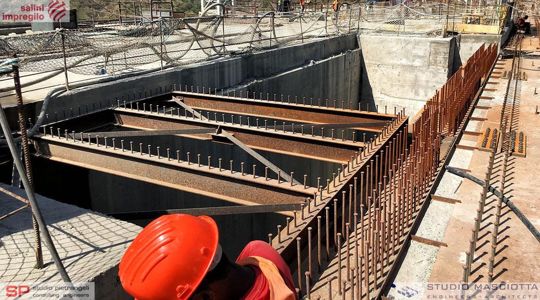 Ponte del carroponte sulla diga di Gibe III