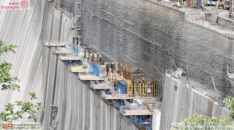 Pile dello sfioratore della diga di GIBE III